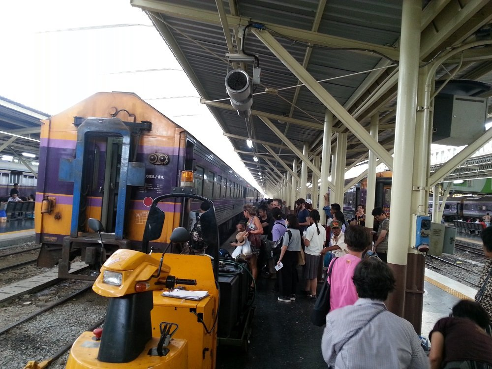 the-17-35-train-to-surat-thani-is-popular